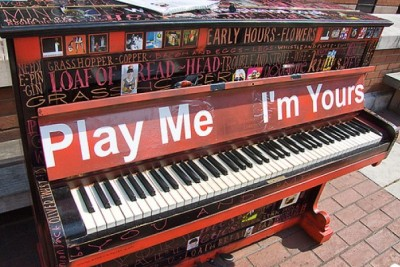 Piano that sasy Play Me I'm Yours